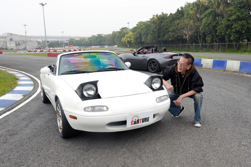 龍哥最愛第一代MX-5的地方就是這對上掀式頭燈。