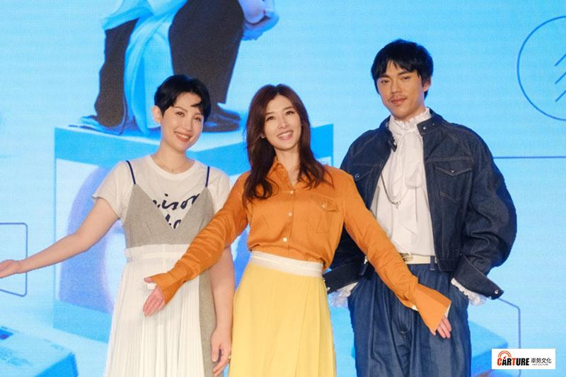 專輯中合作的魏如萱(左)、HUSH(右)揭開蘇慧倫(中)「真面目」
