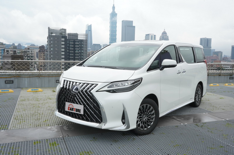 Lexus LM去年在上海車展正式亮相後果然讓全球車迷大為驚艷,其奢華程度用私人招待所來形容一點都不為過!