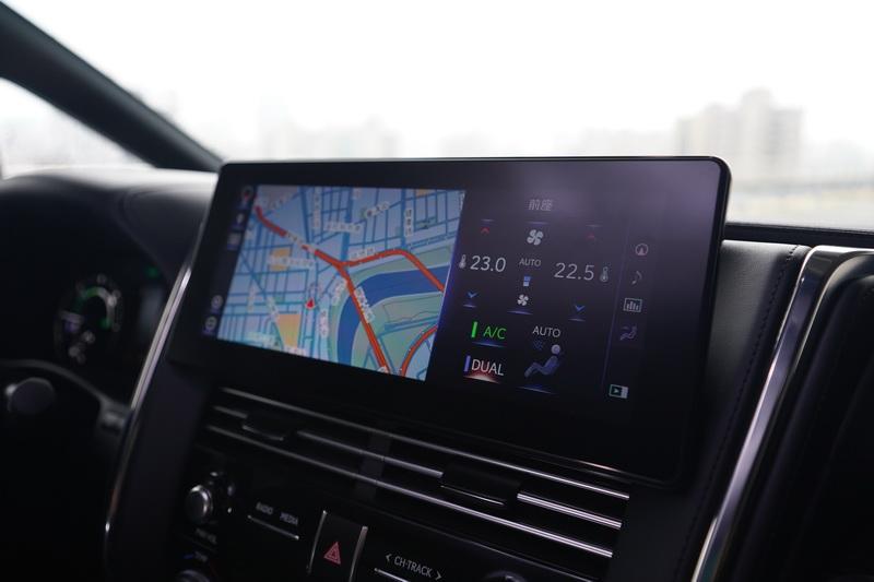 中控台的12.3吋螢幕比Alphard略大,操作習慣也是全然的Lexus介面