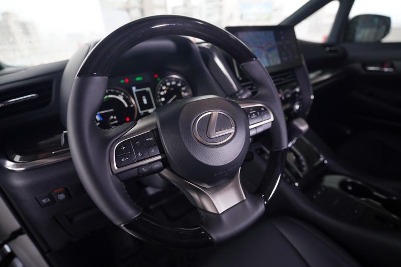 熟悉的方向盤造型對許多Lexus車主而言肯定不陌生