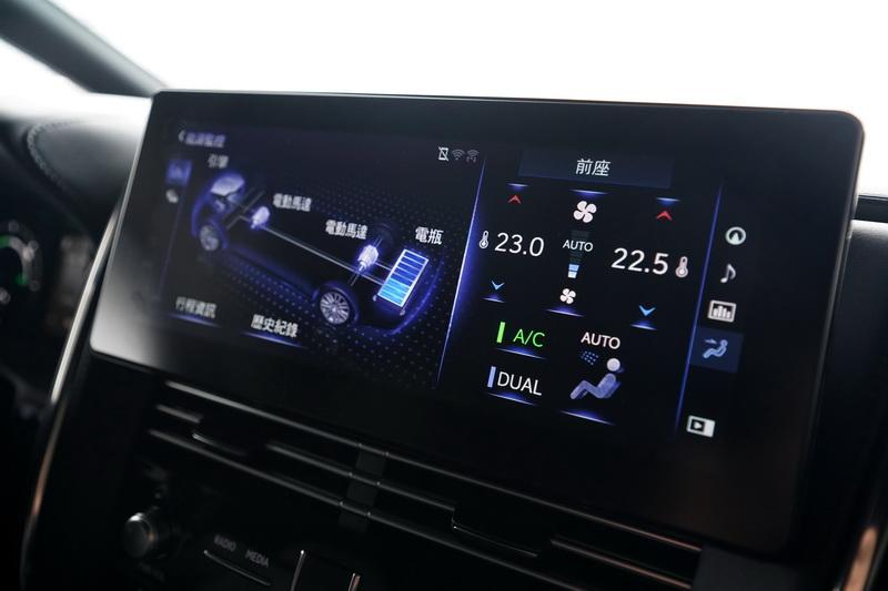 動力系統的切換過程也會同步顯示在中控螢幕上