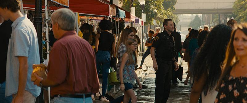 《絕命直播》封街4天拍攝街頭槍戰,輾爆警車全實景拍攝