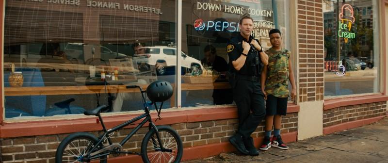 《絕命直播》亞倫艾克哈特飾演超猛警探追捕綁匪