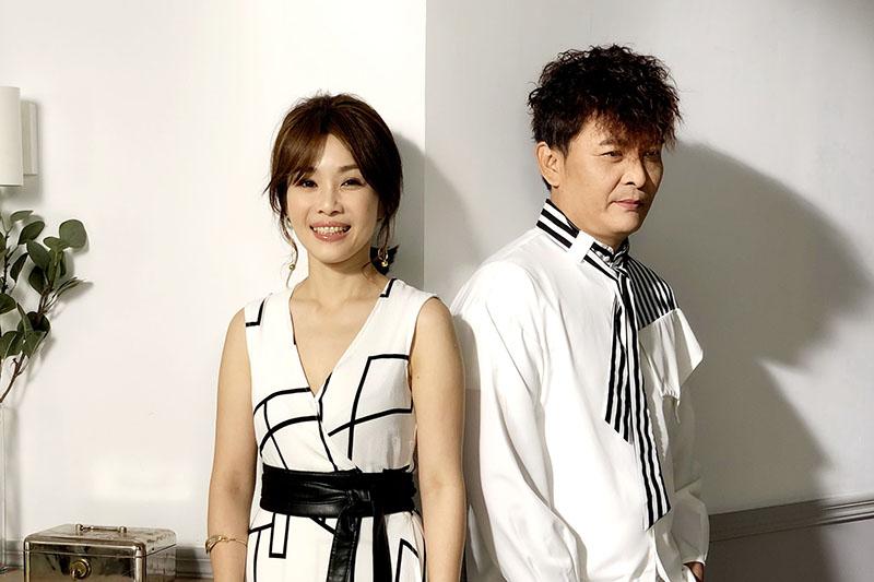董育君(左)新歌《因為愛你》莊振凱(右)搞笑助陣