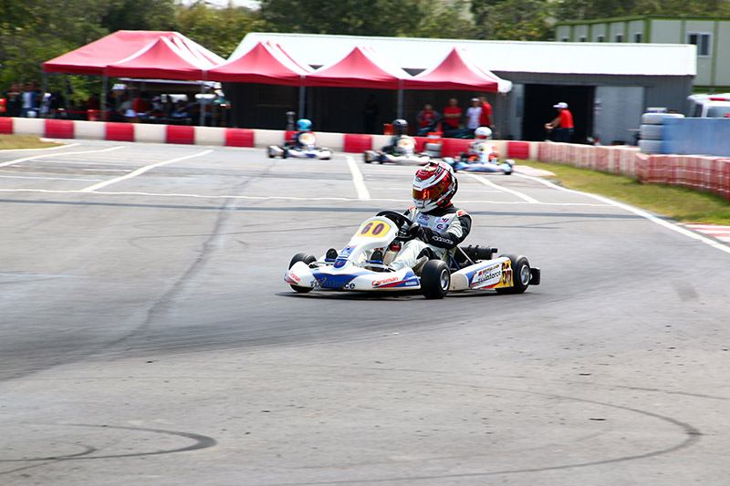 陳伯翰〈60號車〉因黃文良車體掉件取消成績,拿下預決賽第三。
