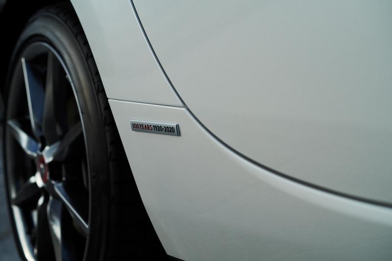 葉子板與輪圈蓋附有100週年專屬銘牌。
