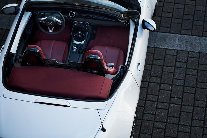車室地墊與座椅也都採紅色配置。
