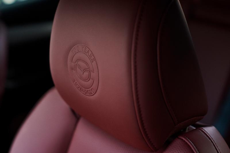 頭枕與鑰匙也有專屬徽飾。