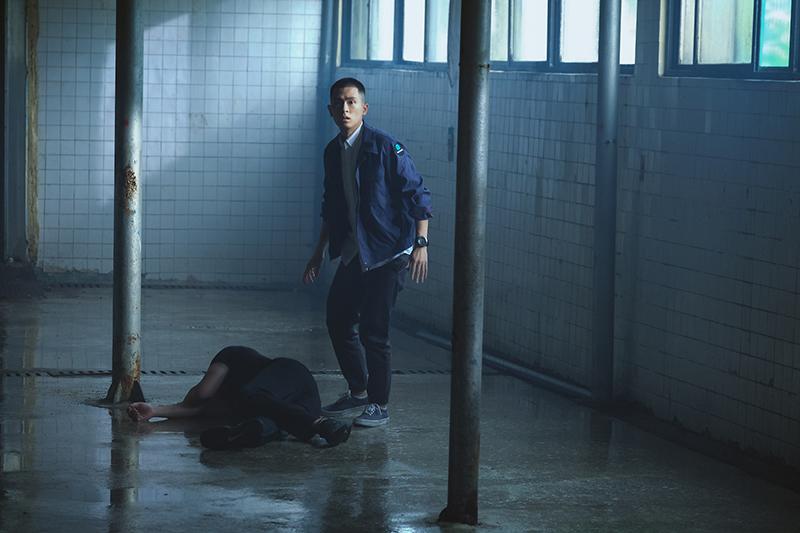 石知田在《妖怪人間》濕身拍攝。