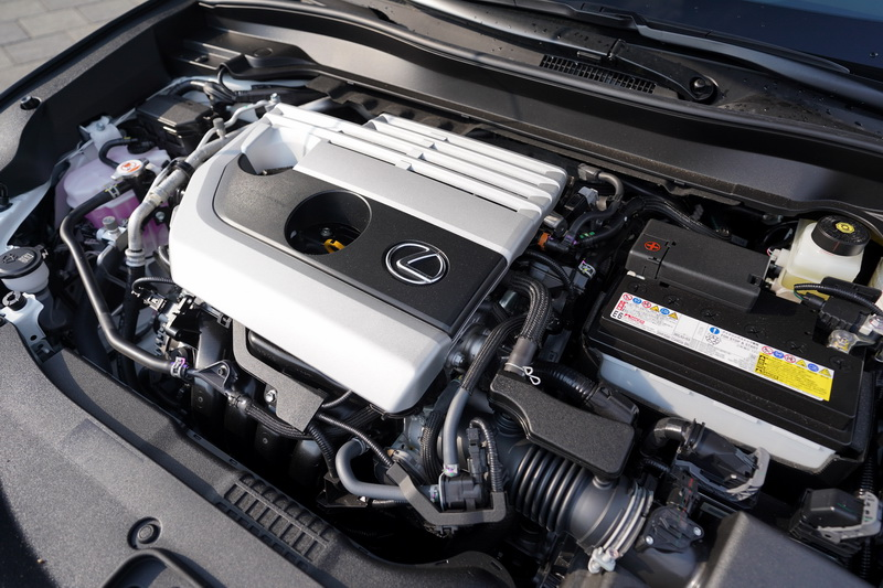 搭載的2.0升直列四缸自然進氣引擎並未有多亮眼的數據,但適切的輸出搭配柔順的換檔質感是本車的最大特色