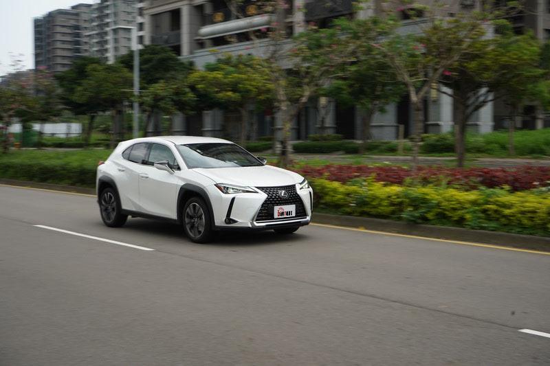 Lexus UX在新世代TNGA底盤的加持下,面對多數路況表現得相當沉穩
