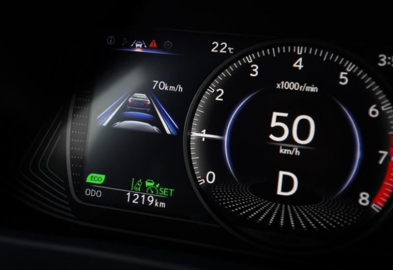 ACC功能啟動後其跟車的油門與煞車控制得相當溫和