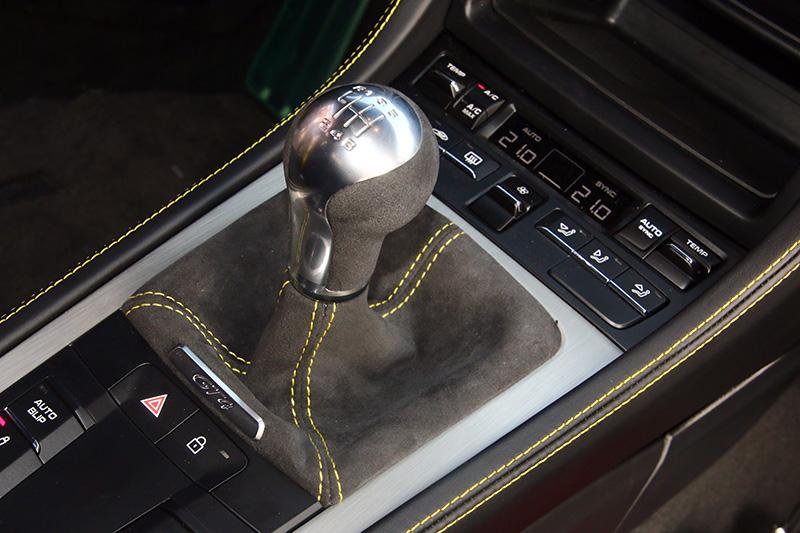 Cayman GT4變速系統為六速手排,但不知Cayman GT4 RS是否還會採相同配置。