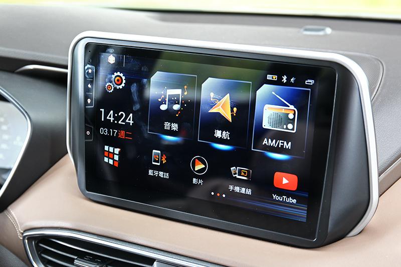 10吋中控系統雖非原廠,但中文化介面與Google Map、Youtube與手機鏡射等功能卻更貼近消費者需求。