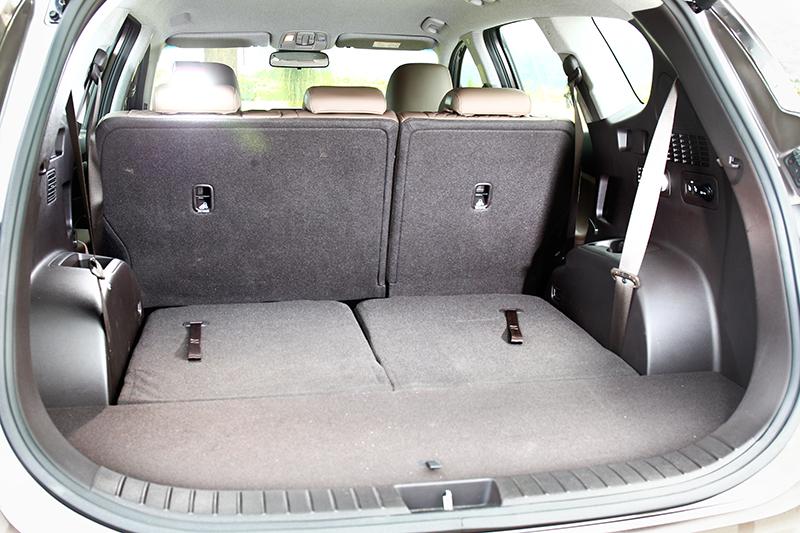 行李廂有著130~1625公升置物容積可以運用。