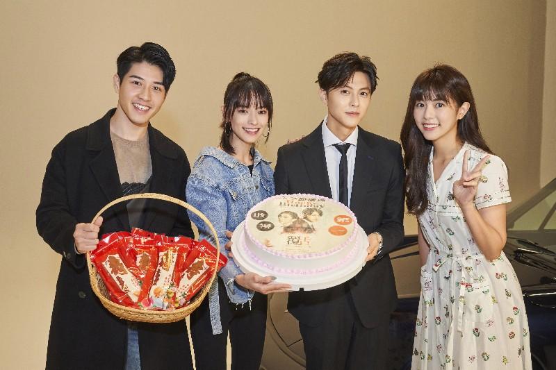 《覆活》演員現身為王子慶生。(左起)吳岳擎、姚以緹、王子、任容萱。