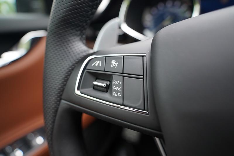 ACC主動車距控制功能的設定鍵位於方向盤左側