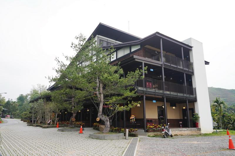 剛開幕沒多久的日月潭喝喝茶紅茶廠採簡約的日式風格設計