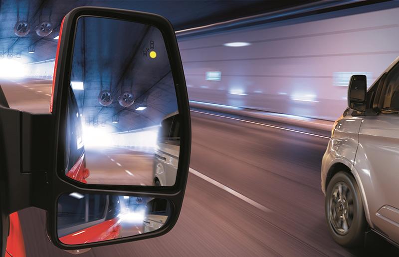 New Ford Tourneo Custom福特旅行家,配備BLIS 視覺盲點偵測系統(附CTA倒車來車警示系統)。