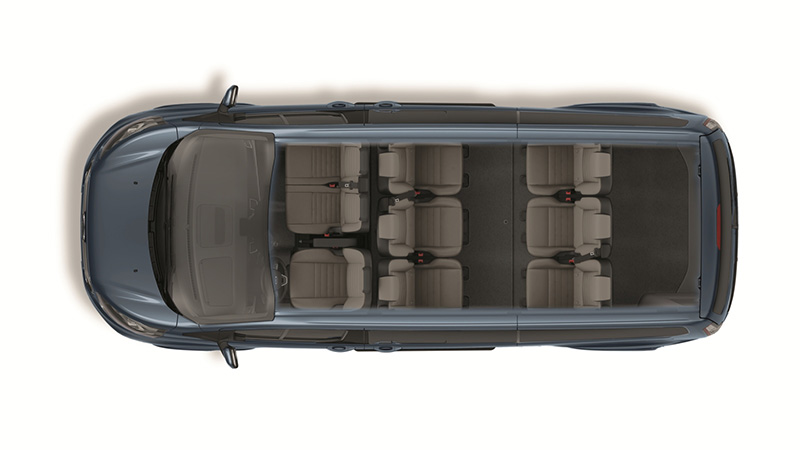 New Ford Tourneo Custom福特旅行家推出全新九人座尊爵長軸型,在極大化的車室空間內置入3/3/3座椅規劃。