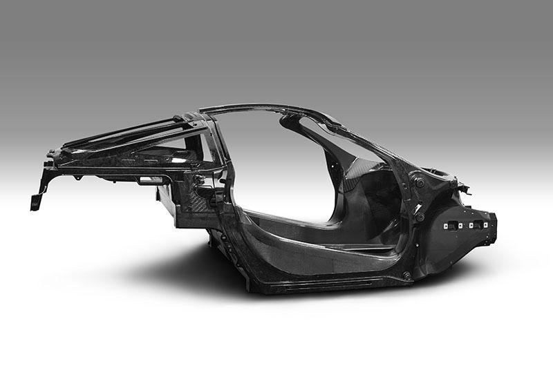 碳纖維單體底盤是McLaren Automotive所有車款共同的重要基因,讓McLaren Automotive多數跑車都是同級車唯一採用碳纖維車體的車款。
