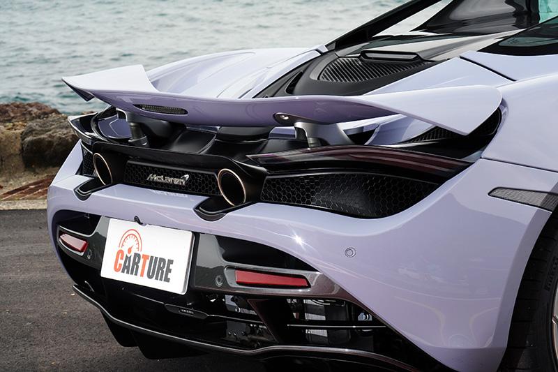 後擾流翼除了會依照車速與車輛動態調整角度外,還具備主動式空氣煞車,在煞車時同樣會利用加大角度來加大空氣阻力,達到煞車效果。