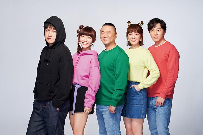 網路節目《木曜4超玩》,由邰智源(中)為首,領軍林柏昇KID(左一)、溫妮(左二)、泱泱(右二),以及2019年加入團隊的謝坤達(右一) 。