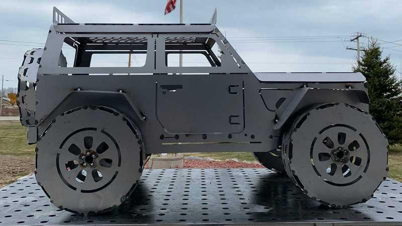 國外金屬藝術公司設計Jeep Wrangler造型火爐。