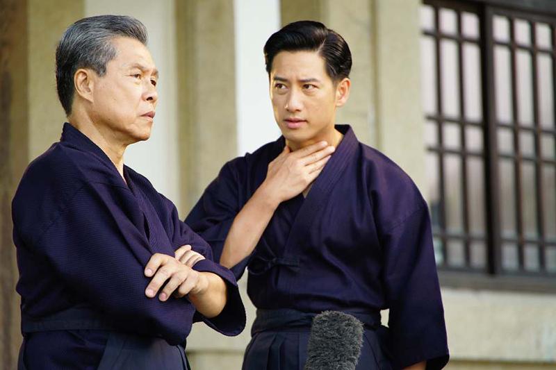《國際橋牌社》周孝安(右)苦練劍道,學楊烈(左)氣勢要「沉穩」。