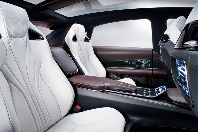目前已有報導Lexus最新旗艦休旅就是LQ,屆時或許也會有四座設定也說不定。