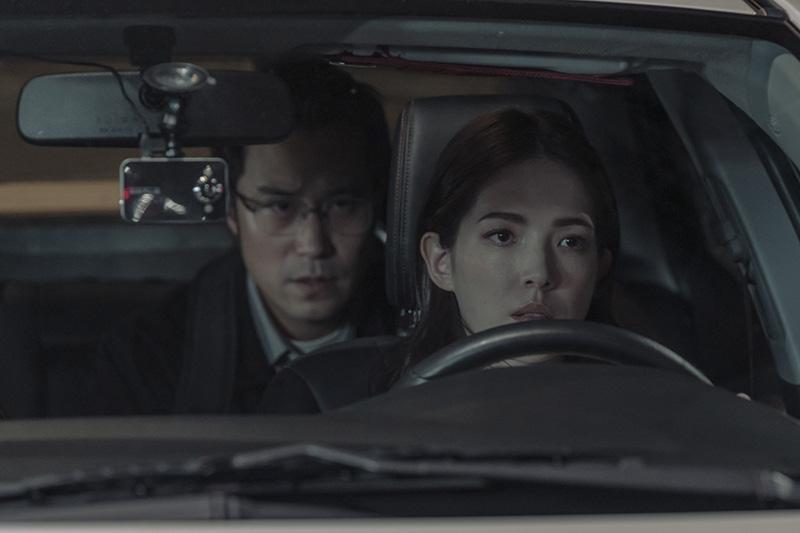 張孝全(左起)與許瑋甯主演Netflix《誰是被害者》。