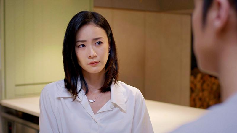 從小鍾瑶媽媽對她很嚴格,從不會當面稱讚她。
