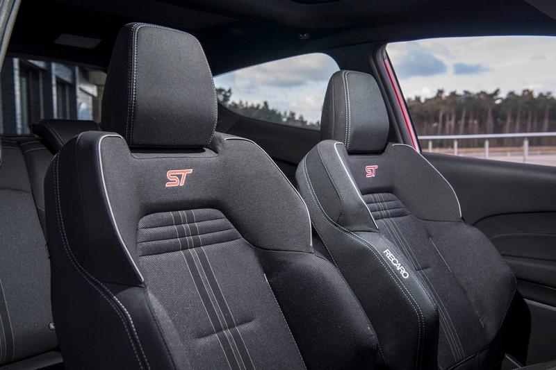 據了解Puma ST外觀應會配置T空力套件,座椅也會換上Recaro跑車座椅。