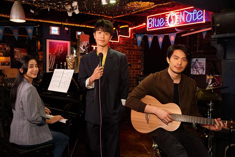 温貞菱(左)、姚淳耀(右)主演《不用告訴我》MV,主唱韋禮安(中)淪為臨演。