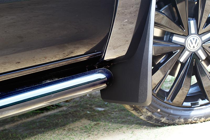 車側防撞桿也採亮黑色呈現,視覺觀感更為完整。