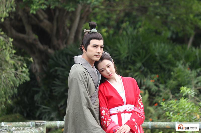 偶像劇《天巡者》男女主角賀軍翔(左起)、邵雨薇劇中古裝造型首次曝光。