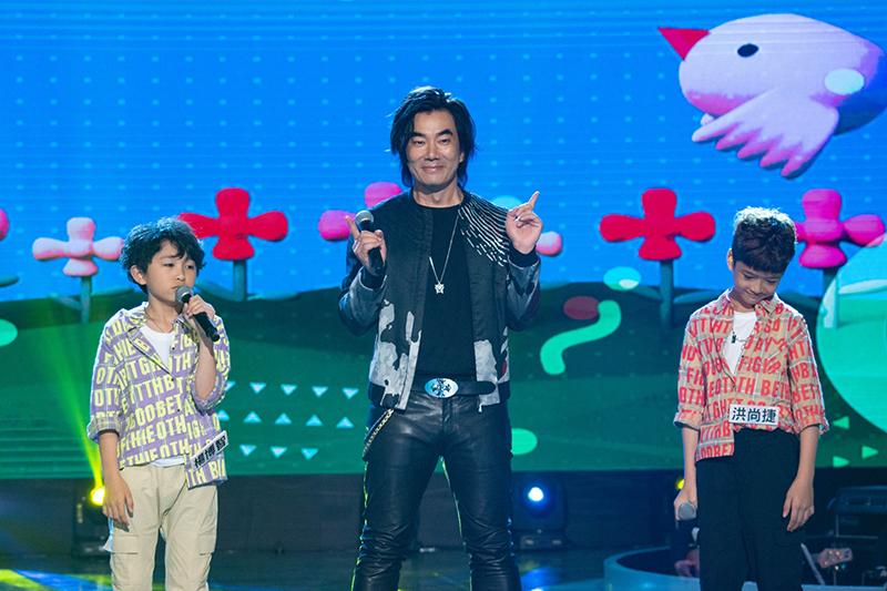 任賢齊(中)登《台灣那麼旺》與小朋友載歌載舞合唱把妹情歌。