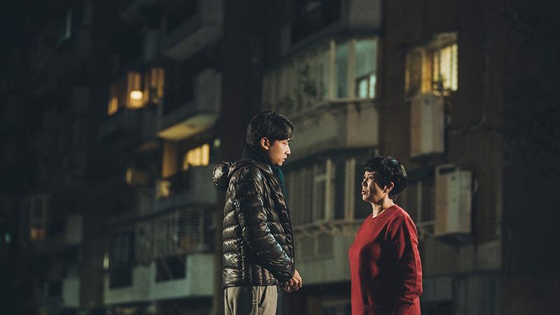 苗可麗(右)在《若是一個人》劇中飾演林鶴軒(左)母親。