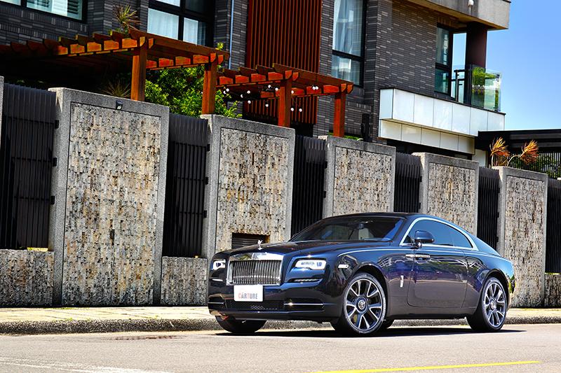 美好的天氣試駕了完美的GT跑車Rolls-Royce Wraith。