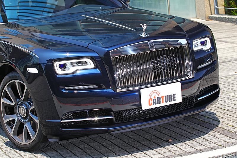 對於Rolls-Royce來說Wraith已達完美,所以此次僅針對頭燈與保桿進行微幅調整。