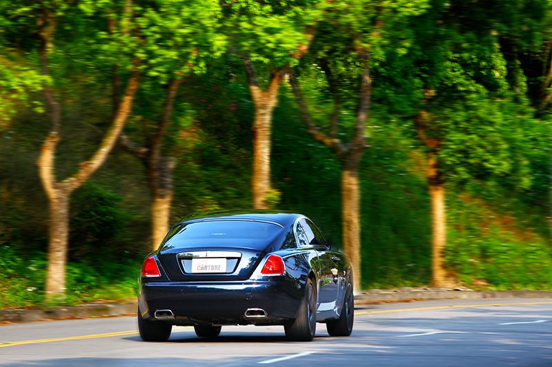 提供路感資訊但卻不會帶來任何震動回饋,這就是Rolls-Royce神奇獨特之處。