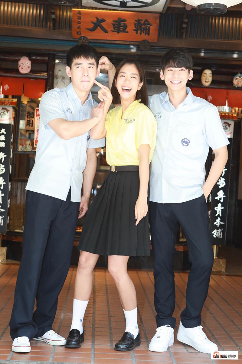 《大債時代》演員(左起)張書豪、李霈瑜、林柏宏飾演高中時期好友。