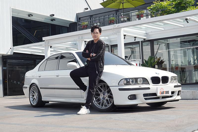 演員陳熙之珍藏的愛駒BMW 523 lndividual首度接受媒體採訪。