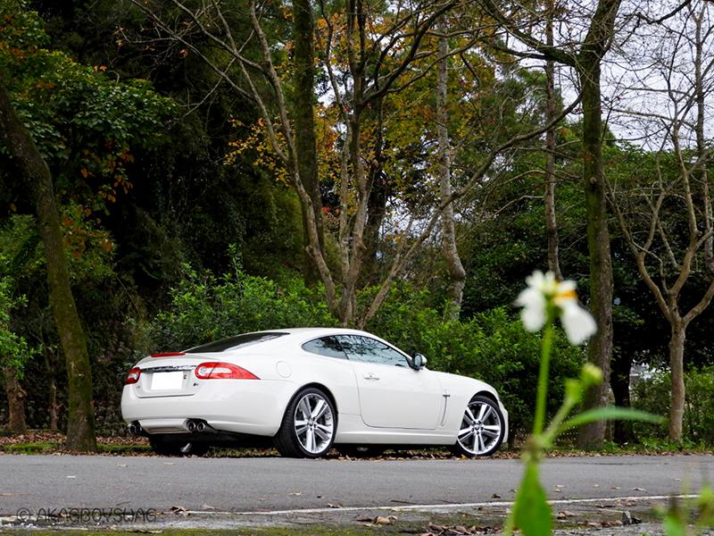 陳熙之車庫裡愛駒之一Jaguar XKR。/陳熙之提供