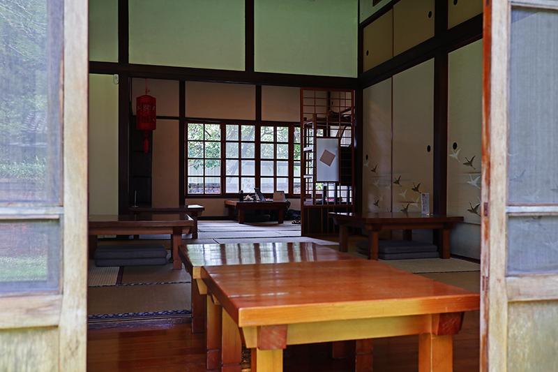 文學館內可以點杯咖啡沏壺茶,悠然享受午後片刻沈靜。