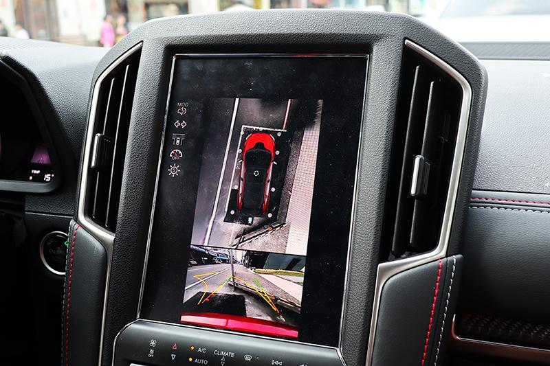 Luxgen向以豐富的影像輔助系統引人入勝,在窄小擁擠的宜蘭街道停車變得再容易也不過。