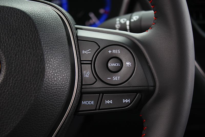 除多數縫線改以紅色外,諸如ACC等ADAS駕駛輔助系統依舊齊全。
