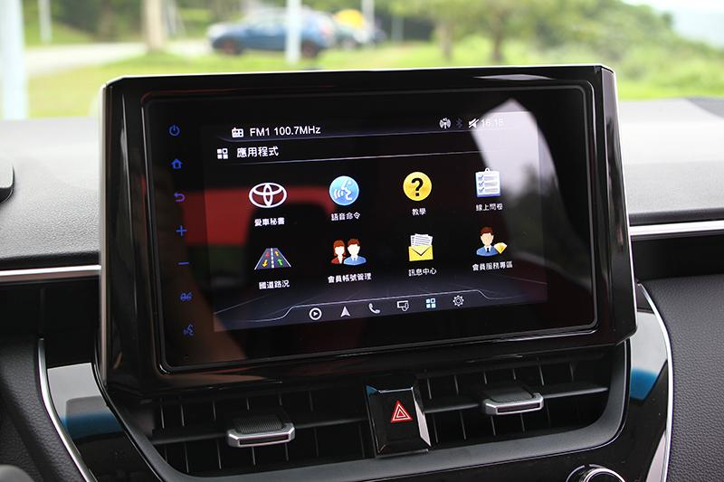 具備連網功能的8吋觸控螢幕,也在Corolla Altis GR Sport上得見。