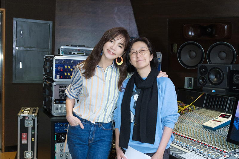 《晚安歌》由Ella陳嘉樺(左)作詞作曲,黃韻玲(右)製作。